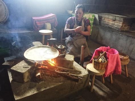 Préparation de galettes de maïs